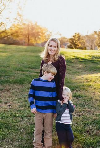 Кати Митчелл с детьми.