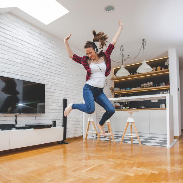 Фото №1 - Как развлечь себя, если ты осталась одна дома