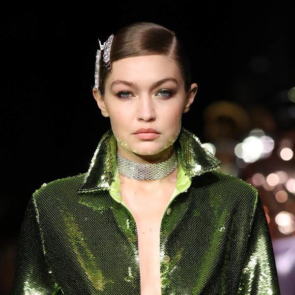 Фото №1 - Крупные заколки снова в моде— показывает Джиджи Хадид
