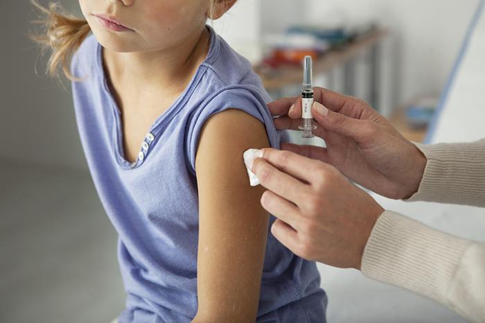 Фото №1 - Кому и зачем нужны дополнительные прививки?