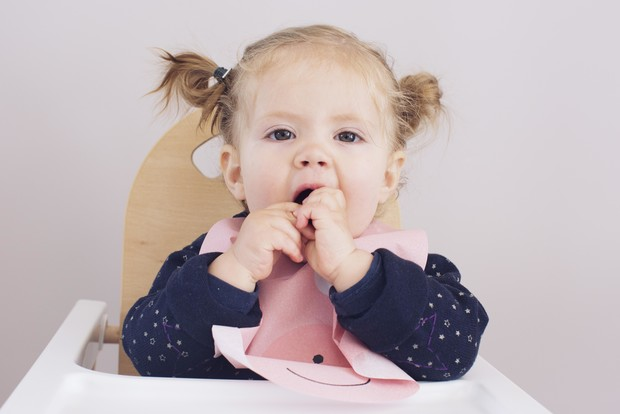 Фото №3 - Режутся первые зубы у ребенка: терпеливо наблюдать или активно вмешиваться?