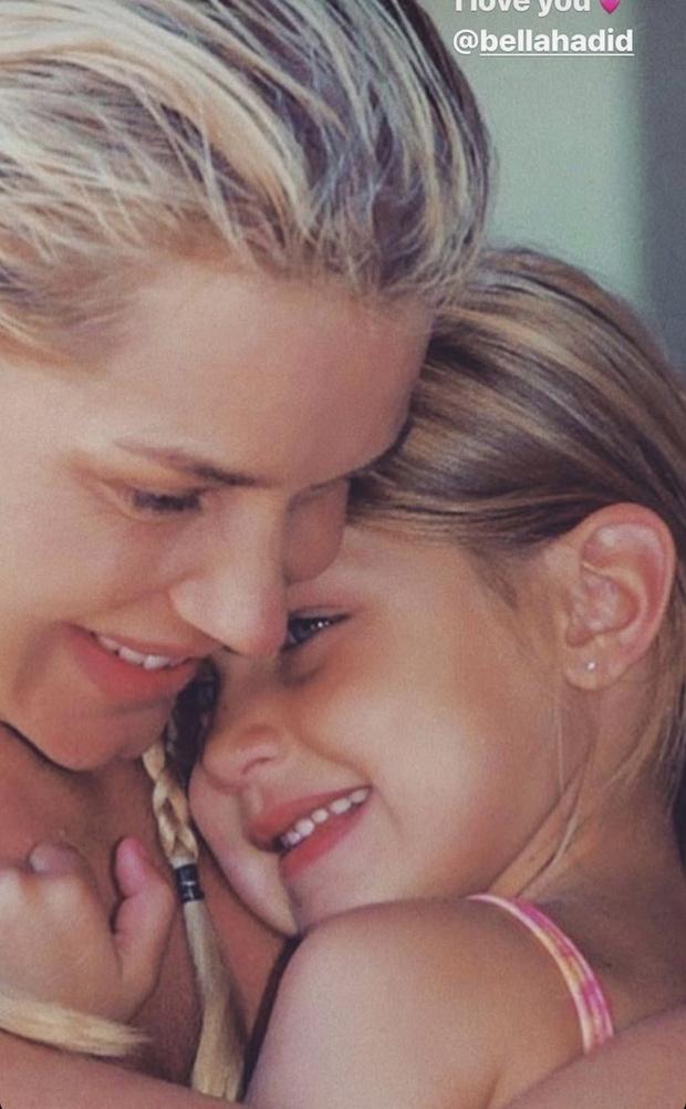 Фото №33 - 40 доказательств любви: редкие фото, которыми поздравили Беллу Хадид ее мама и сестра
