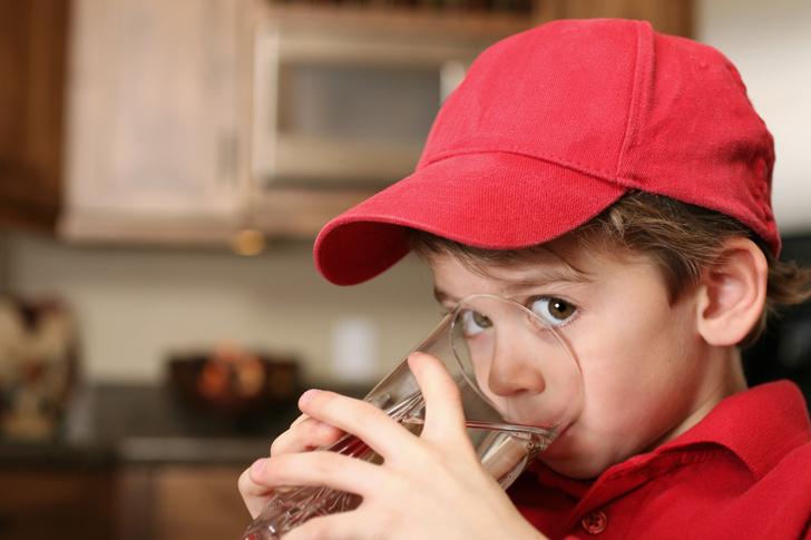 можно ли давать ребенку минеральную воду и газировку