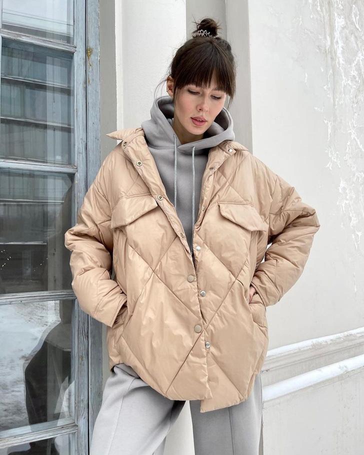 Фото №2 - У каких российских брендов искать классную стеганую куртку, как у Айрис Лоу?