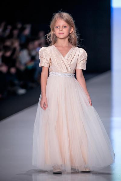 Фото №1 - 1 апреля состоится показ школьных коллекций на Mersedes-Benz Fashion Week Russia