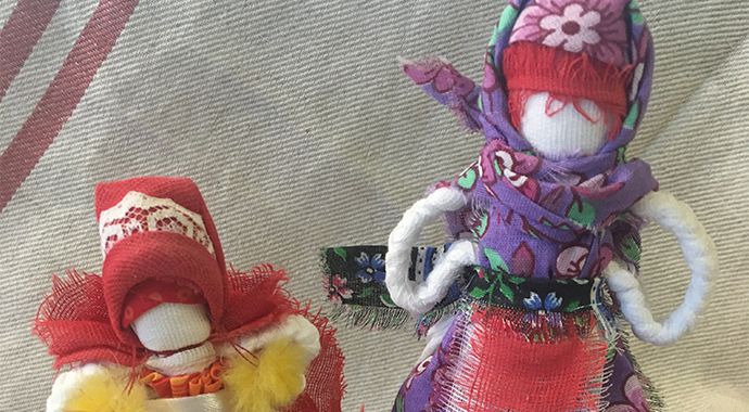 Игра в куклы помогает найти связь с собой и мирозданием