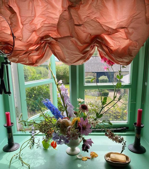 Фото №1 - За стеклом: 10 простых способов украсить окно
