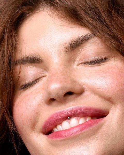 Фото №1 - Идеальный макияж для тех, у кого круглый год веснушки