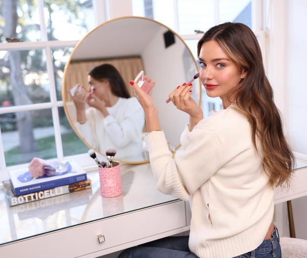 Фото №2 - +4 бьюти-новинки от Миранды Керр для весеннего макияжа