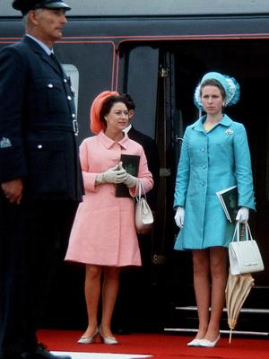 Фото №3 - Дух соперничества: какими были отношения принцесс Маргарет и Анны
