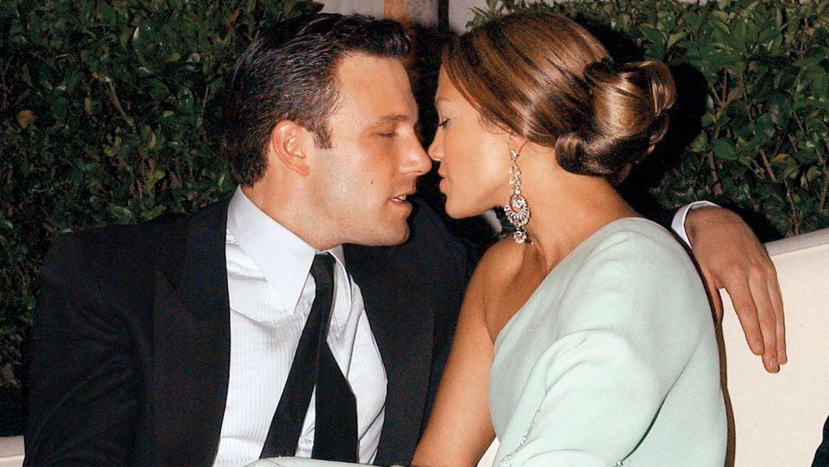 Страстный поцелуй на десерт: Дженнифер Лопес и Бен Аффлек на романтическом ужине   ELLE