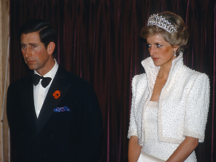 Фото №1 - Некрасивое поведение: как Чарльз обидел Диану во время королевского тура