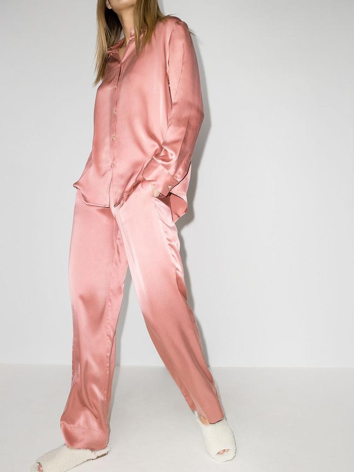 Фото №6 - Летом носите шелковую пижаму не только дома: вдохновляющий пример Жизель Оливейры и еще 5 вариантов на каждый день