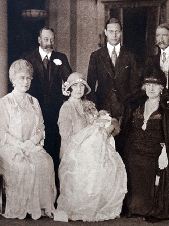 Фото №3 - Самые стильные образы королевских мам на крестинах их детей