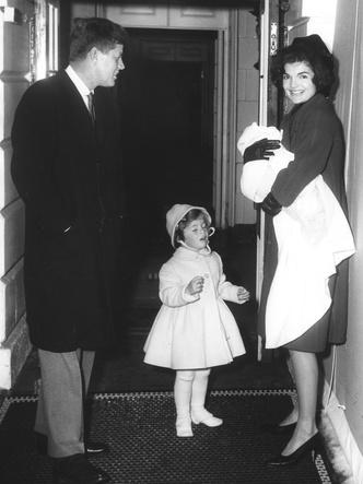 Фото №3 - Счастье на четверых: самые трогательные фото четы Кеннеди с детьми