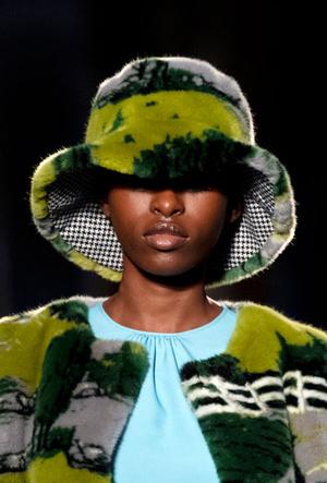 Фото №14 - Шапки, косынки и береты: самые модные головные уборы сезона