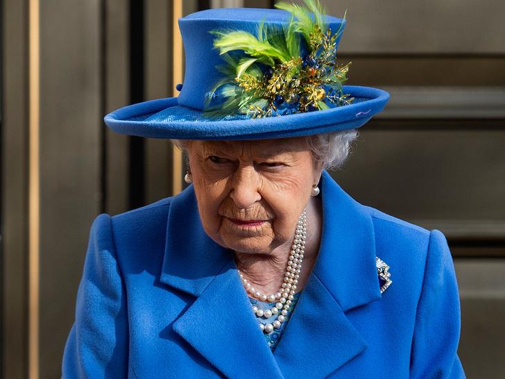 Фото №1 - Джеймс Бонд по-королевски: кто из Виндзоров работал в британской разведке