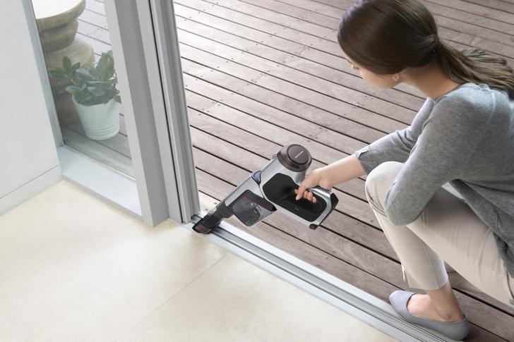Фото №2 - Легко и быстро: убираем квартиру с новым вертикальным пылесосом Samsung
