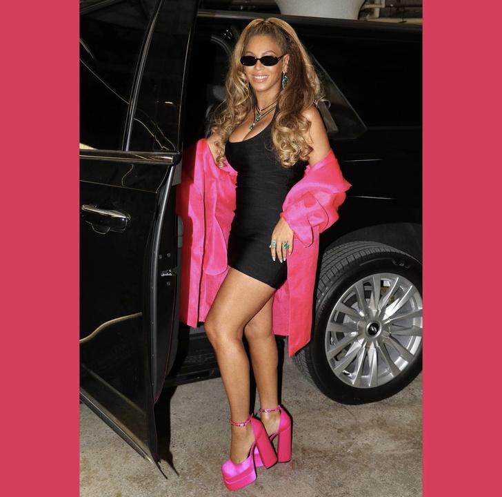 Фото №2 - МЧП + туфли на огромной розовой платформе: Бейонсе танцует в клубе своего мужа