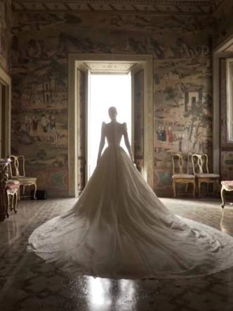 Фото №10 - Королевский размах: шесть свадебных платьев леди Китти Спенсер
