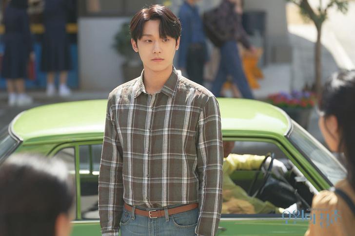 Фото №2 - 3 причины, почему Ли До Хён заставил зрителей влюбиться в дораму «Майская юность» 💖