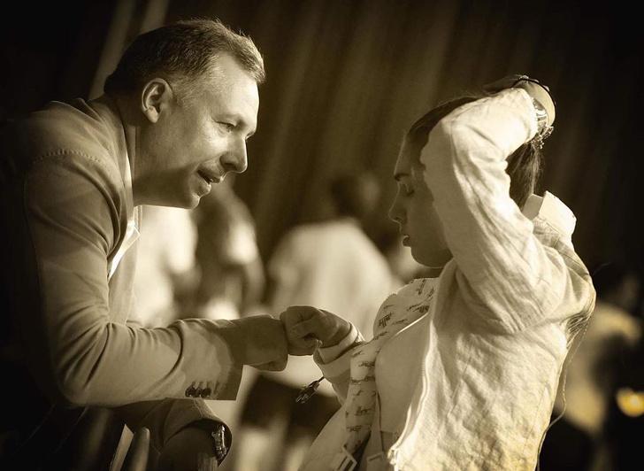 Фото №2 - Моя малышка: видео, как отец фехтовальщицы Поздняковой качает ее на руках, растрогает любого