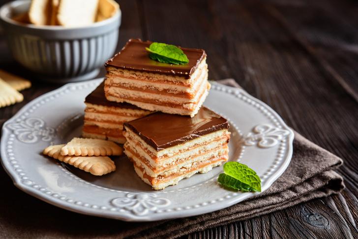 Фото №1 - Праздничный торт из печенья и творога