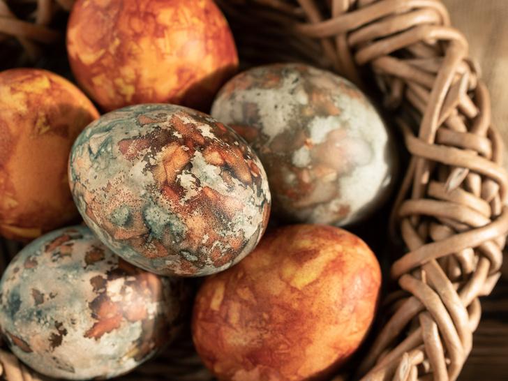 Фото №3 - 9 способов покрасить яйца на Пасху (и какой цвет нельзя использовать)