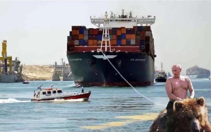 Фото №1 - Лучшие шутки и фотожабы про разблокировку Суэцкого канала от контейнеровоза Ever Given