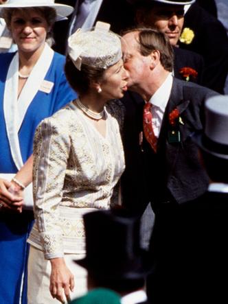Фото №2 - Почему принцесса Анна не смогла выйти замуж за Эндрю Паркер-Боулза (и он женился на Камилле)