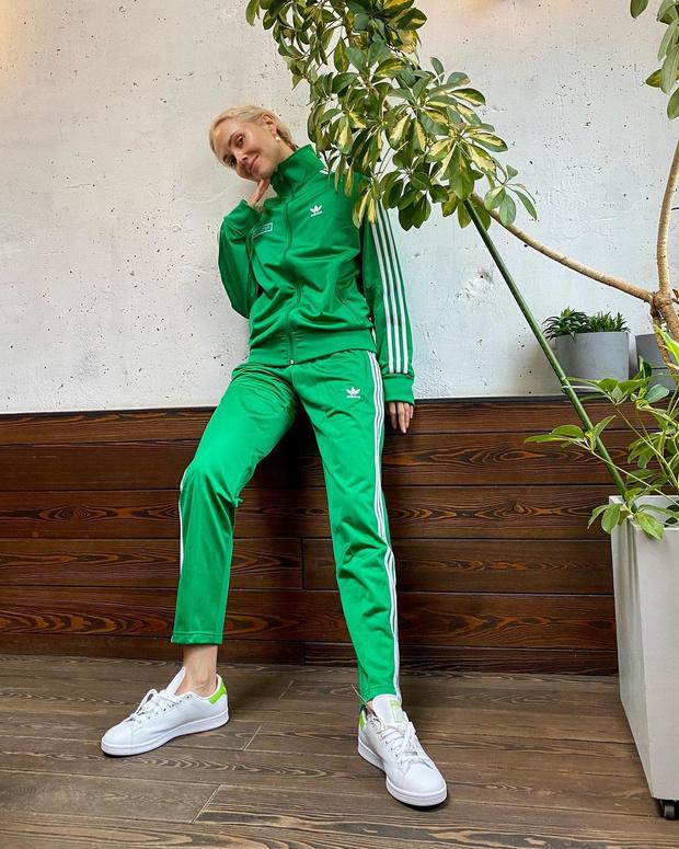 Фото №1 - Go green: Ольга Карпуть в именном костюме adidas Originals
