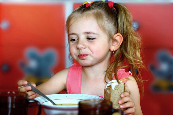 Фото №1 - Дело не в еде: 4 истории детей, которых трудно накормить