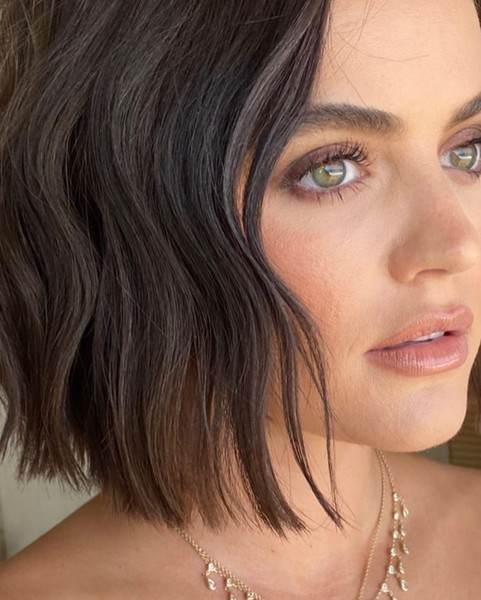 Фото №2 - Нескучный нюд: Люси Хейл показала идеальный макияж на 1 сентября