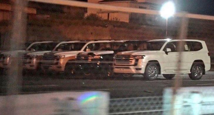 Фото №3 - Фото нового Toyota Land Cruiser 300 появились в Сети раньше времени