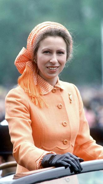 Фото №15 - Полька-дот: как королевские особы носят трендовый «горох»