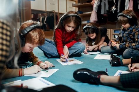 Фото №4 - «Обратная сторона вещей» в ДЛТ: первый в России аудиоспектакль-променад для детей