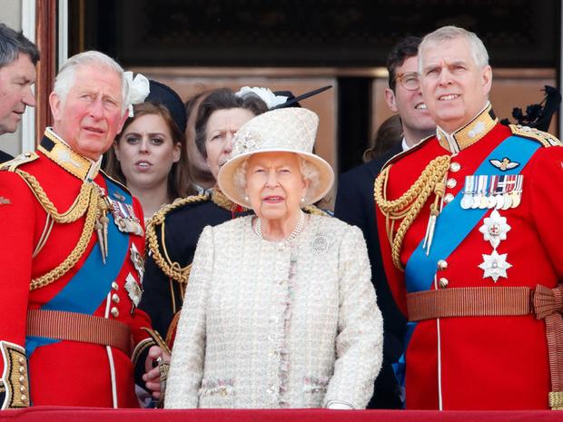 Фото №2 - Просьба любимого сына: в чем Королева не смогла отказать принцу Эндрю
