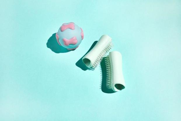 Фото №1 - Бренд Tangle Teezer выпустил расческу для щенков Puppy Brush