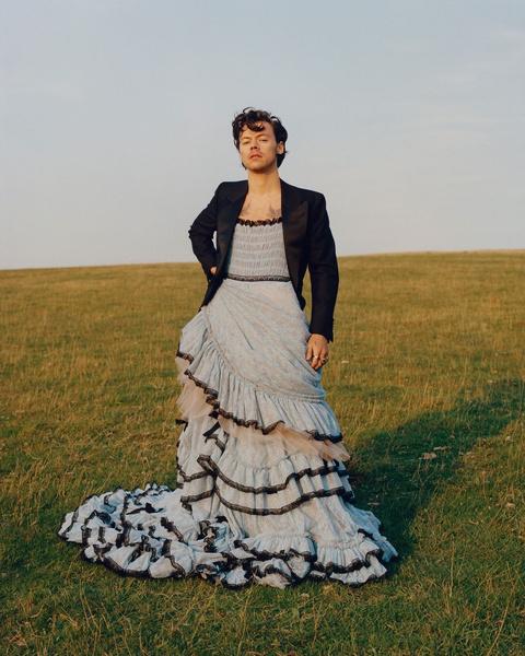 Фото №1 - Лайфхак дня: как носить платье круче, чем Гарри Стайлс