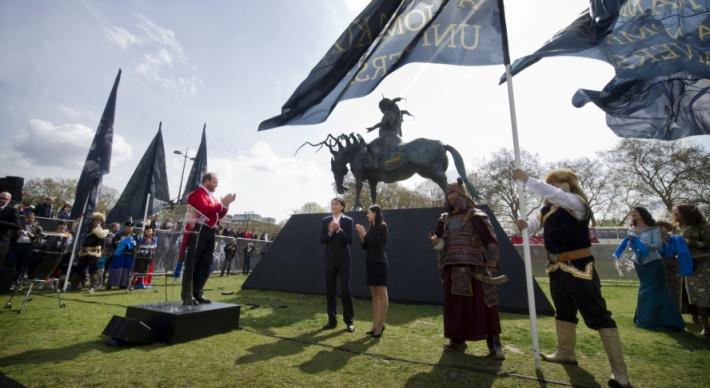 Фото №3 - Всемирно известный скульптор променял Англию и Италию на Читу, чтобы спасти родное село