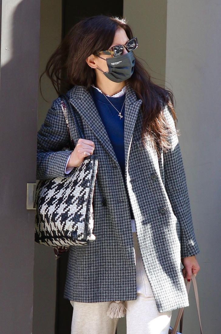 Фото №1 - Выгодный союз: носите два клетчатых принта так же, как это делает Кэти Холмс