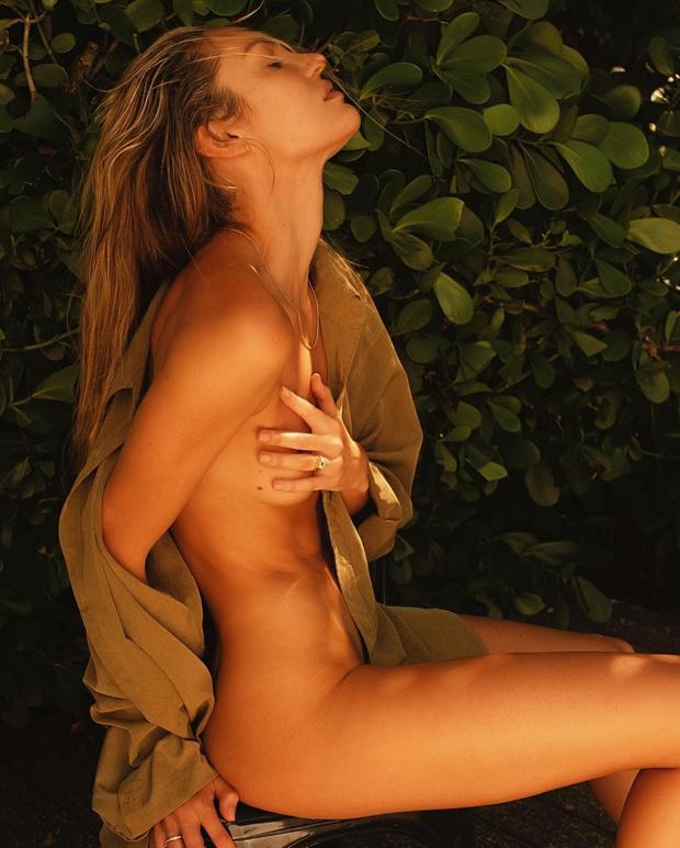 Фото №3 - Уже не «ангел»: модель Кэндис Свейнпол поделилась откровенными снимками