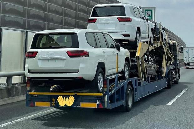 Фото №2 - Фото нового Toyota Land Cruiser 300 появились в Сети раньше времени
