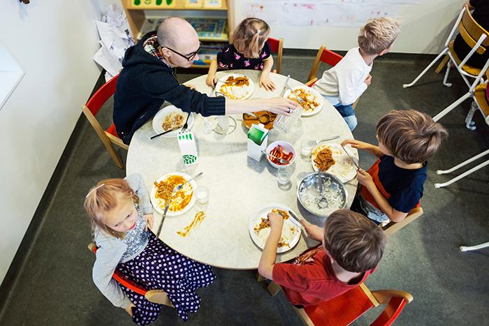 Фото №1 - Их нравы: как устроены детские сады за границей