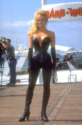 Фото №16 - Скандальная, модная, смелая: правила стиля Памелы Андерсон