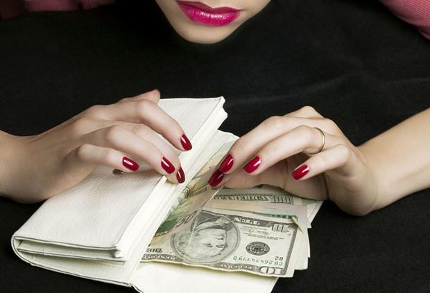 Фото №5 - Почему нельзя оставлять мелочь на кассе: 7 денежных запретов