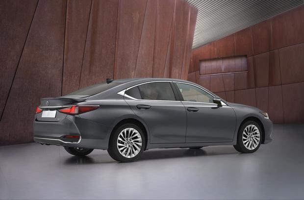 Фото №4 - Lexus презентовали обновленный бизнес-седан Lexus ES