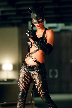 Фото №16 - От Монро до Женщины-кошки: самые скандальные наряды в истории кино
