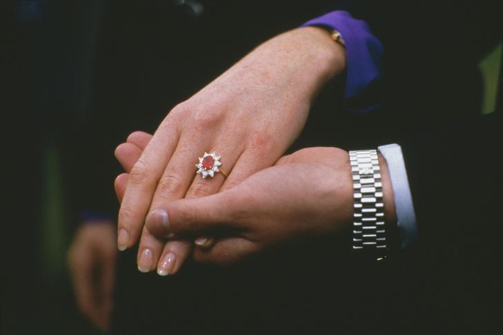 Фото №5 - Ювелирная загадка: почему помолвочные кольца Кейт и Евгении так сильно похожи