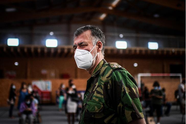 Фото №1 - Прививать больше некого? Как один военный коронавирус во всей Португалии победил